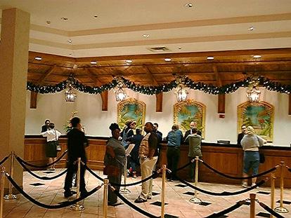CaribeRoyale Lobby Desk Garland1b